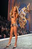 th_98625_Victoria_Secret_Celebrity_City_2007_FS422_123_1001lo.jpg