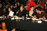 Cobie Smulders The Cast Of How I Met Your Mother Karaoke Event 11.14.06 Foto 104 (Коби Смолдерс Актеры, как я Met Your Mother Караоке события 11.14.06 Фото 104)