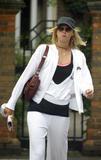 Maria Sharapova - Page 3 Th_13331_SharpovaWimbledon01