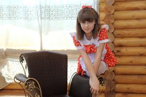 http://img149.imagevenue.com/loc53/th_104897528_tduid300163_Silver_Sandrinya_maid_1_017_122_53lo.JPG