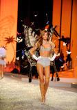 th_13097_Victoria_Secret_Celebrity_City_2008_FS_0201_123_655lo.jpg