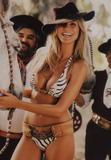 Heidi Klum Cow Girl en Bikini pour SI
