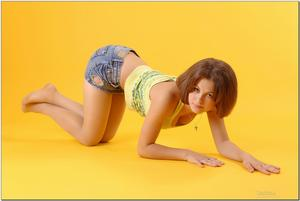http://img149.imagevenue.com/loc88/th_279030563_tduid300163_sandrinya_model_denimmini_teenmodeling_tv_068_122_88lo.jpg