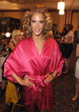 th_97024_fashiongallery_VSShow08_Backstage_AlessandraAmbrosio-16_122_923lo.jpg
