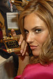 th_96664_fashiongallery_VSShow08_Backstage_AlessandraAmbrosio-31_122_999lo.jpg
